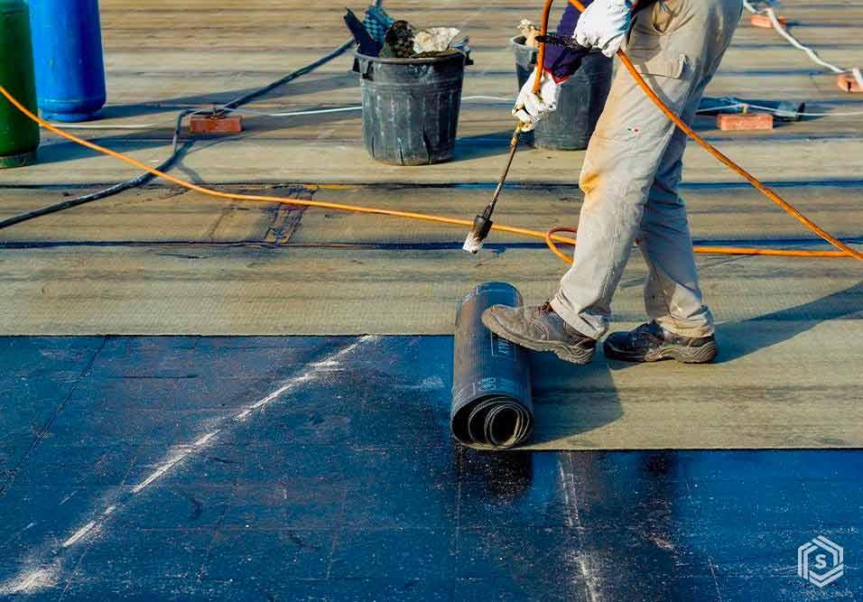 Tudo o que um síndico precisa saber sobre impermeabilização, que demanda uma das manutenções mais críticas. Do monitoramento de áreas à contratação do serviço