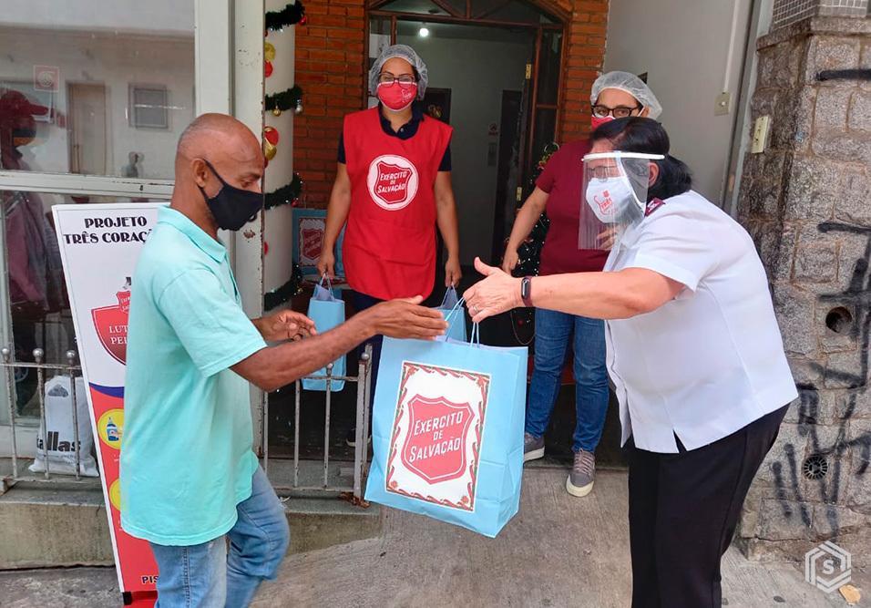 Campanha SíndicoNet e Exército de Salvação arrecada mais de 3,3 toneladas de roupas em condomínios de São Paulo, Rio de Janeiro e Curitiba