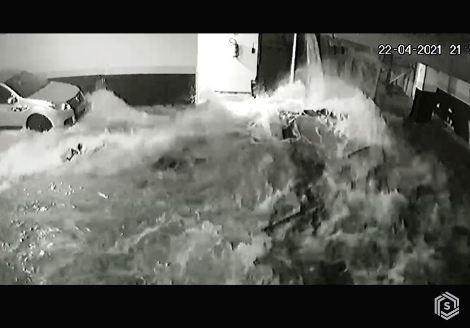 Escombros caem sobre garagem e atingem vizinhança, sem deixar feridos