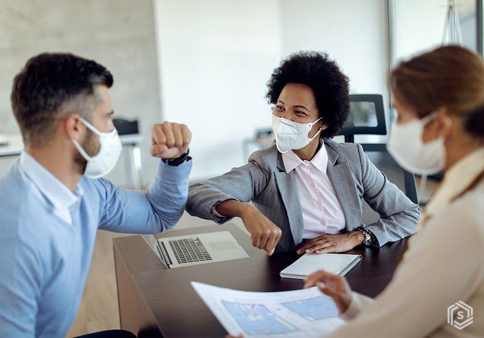 O que faz uma administradora? O Braço direito do síndico, a administradora de condomínios se reinventou em 2020 para apoiar com ainda mais força a gestão condominial em momentos críticos. Conheça suas atribuições