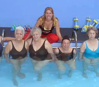 Foto - Velhinhas na piscina