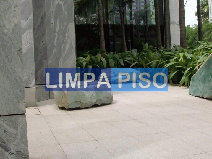 Foto - LIMPEZA DE GRANITO FLAMEADO REALIZADA NA TORRE SUL