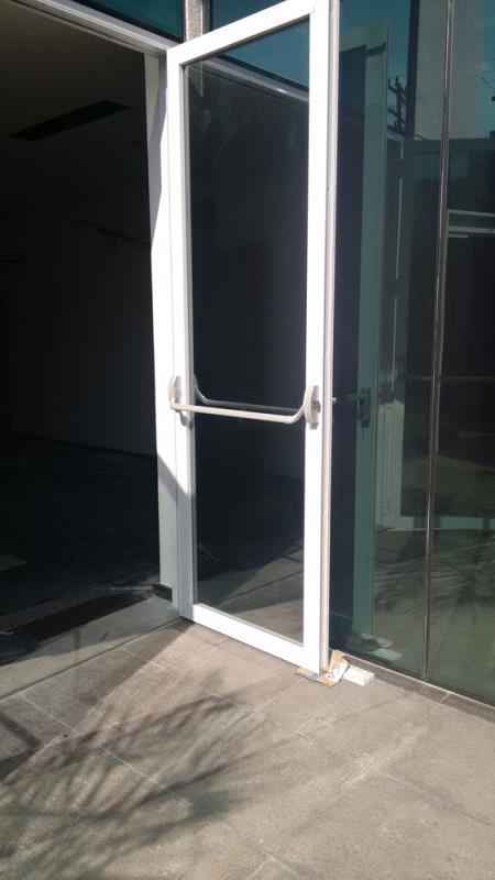 Foto - Omega Portas - Alumínio e Vidro