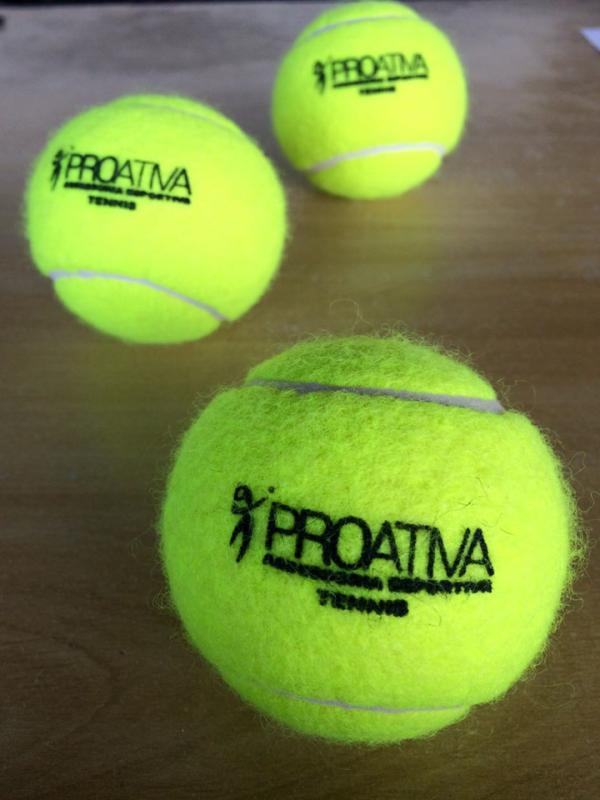 Foto - Aulas de Tênis em Condomínios! Aulas em grupo ou individuais, entre em contato para realizar uma aula teste totalmente gratuita!