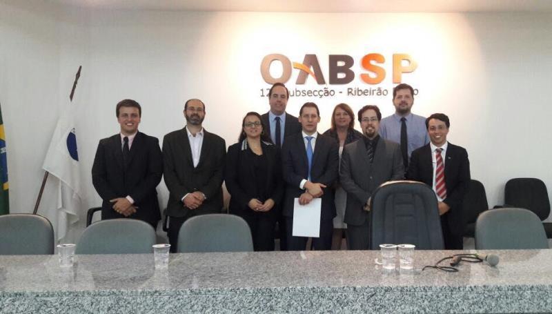 Foto - Dr. Rodrigo Karpat palestrando na OAB de Ribeirão Preto