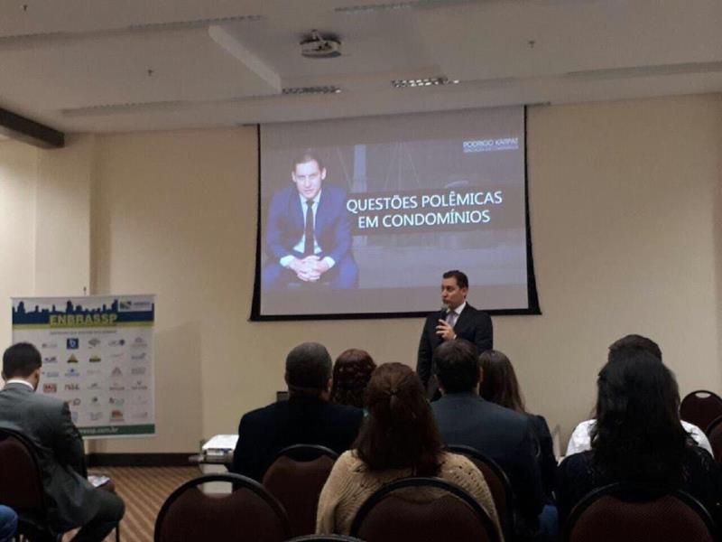 Foto - Dr. Rodrigo Karpat palestrando no 3º ENBRASSP, em Goiânia